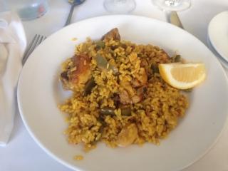 A plate of delicious Valencian paella